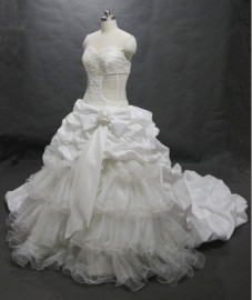 Stunning Ball Gown Strapless Sweetheart Wedding Dress with Ruffle and Beadworks (LBHSGX033)