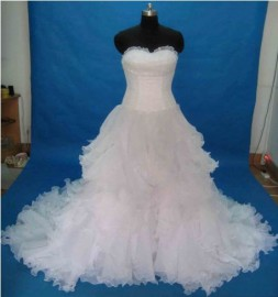 Gorgeous Organza Strapless Sweetheart Wedding Dress with Ruffle and Beadworks (LBX071)