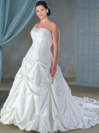 Elegant Strapless Sweetheart Wedding Dress with Ruffle and Beadworks (LBX078)